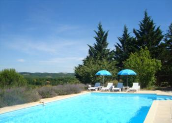 2 bed gite with pool in 2.5 acres near Cahors